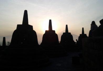 Melihat Sunrise dari Puncak Candi Borobudur